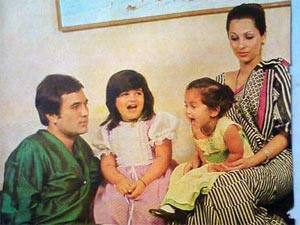 Childhood photo of Twinkle and Rinki Khanna